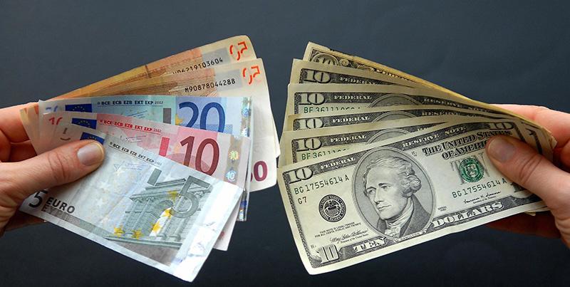 Хранить ли финансовые средства в валюте
