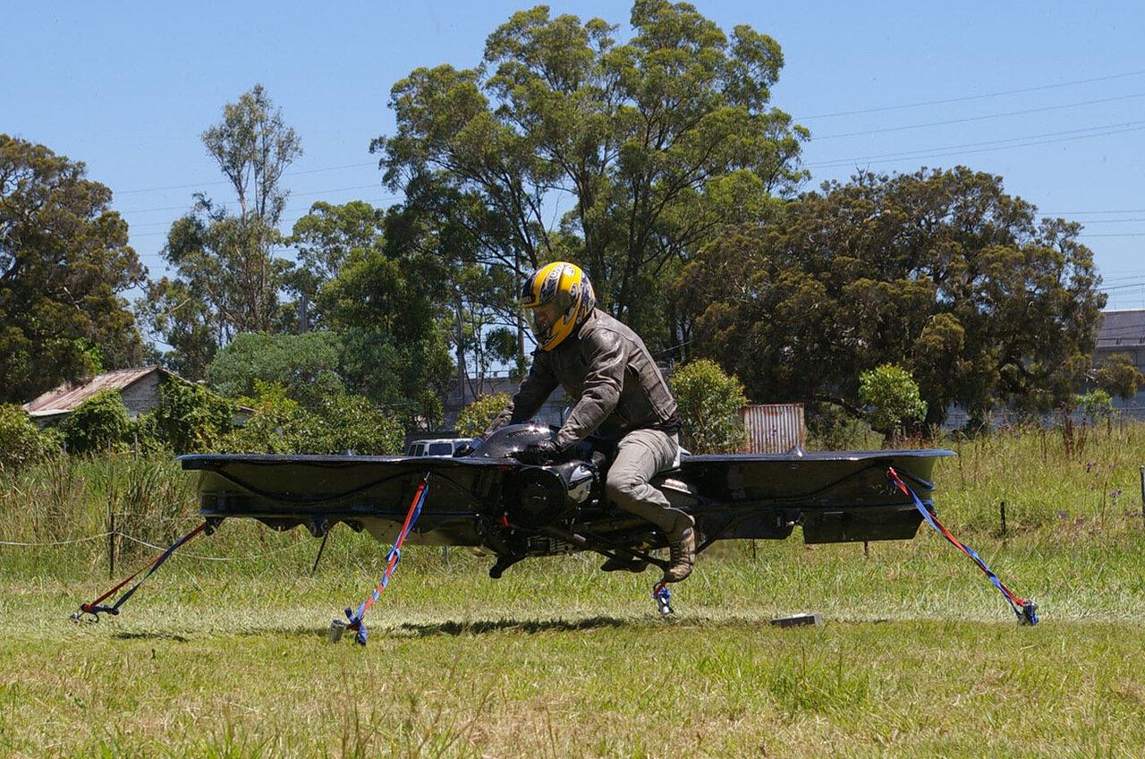 Летающий мотоцикл на воздушной подушке